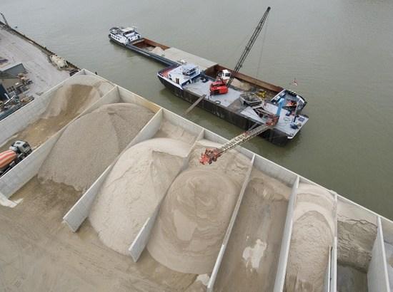 Natuurlijke grondstoffen en aanvoer per schip heeft een lagere milieubelasting (foto VOBN)