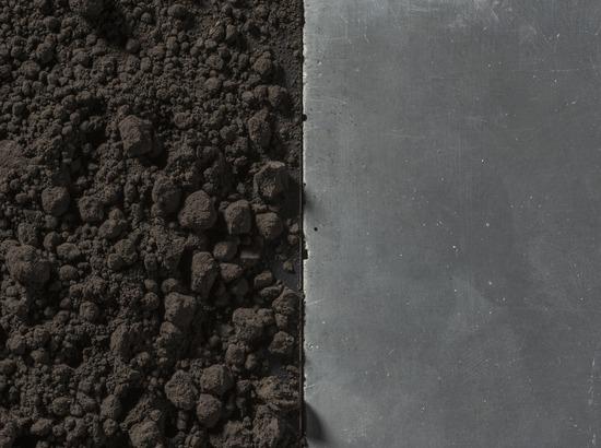 Gekleurd beton zwart